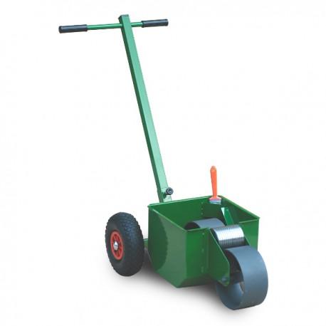 Traceur de lignes pour terrain de sport avec pelouse