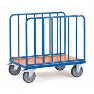 Chariot à ridelles latérales